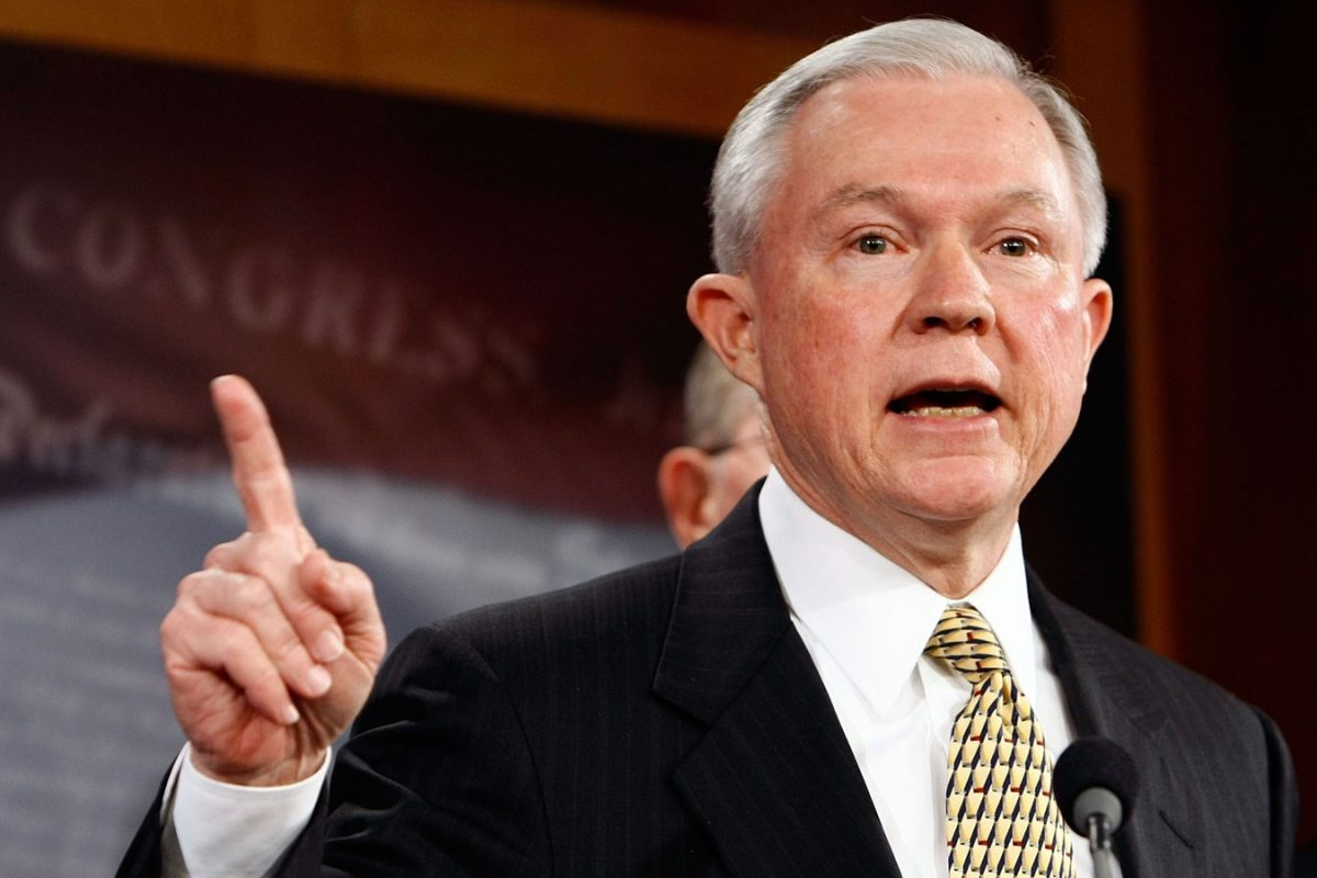 Генпрокурор США Сешнс виступить всенаті наслуханнях щодо Росії