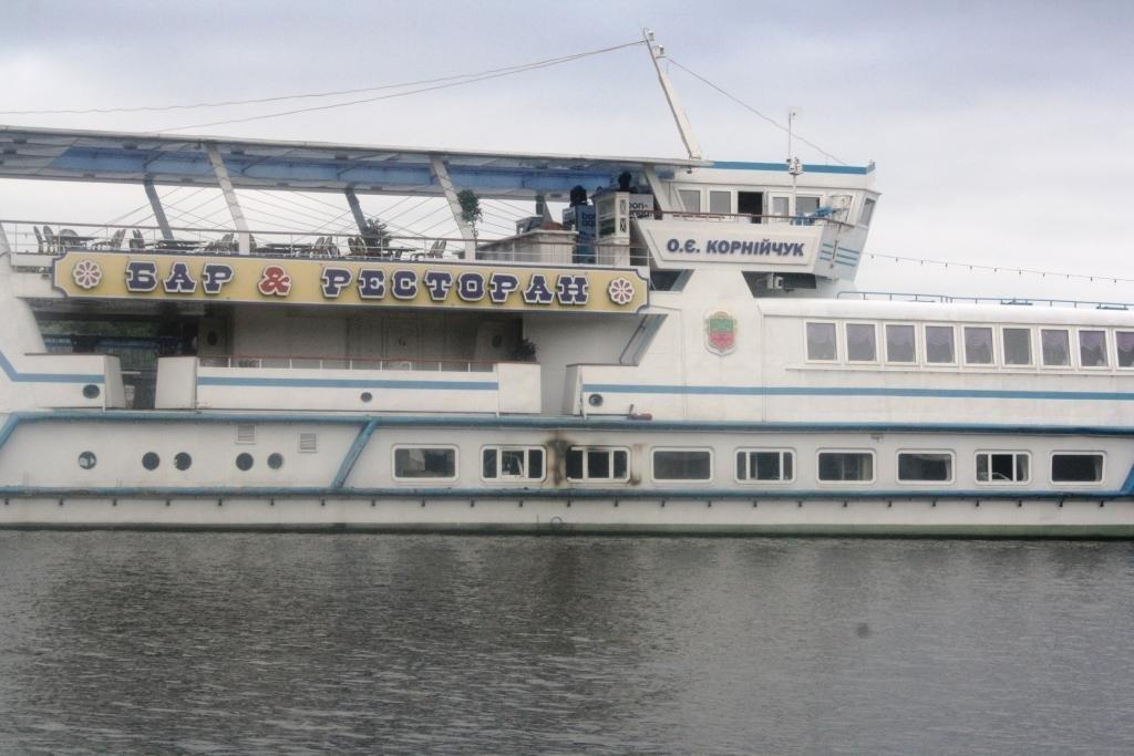 У Запоріжжі горів популярний ресторан на воді, оприлюдені фото
