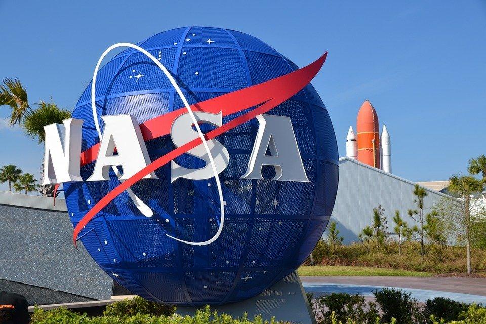 NASA угрожают судом из-за «лунной пыли»: подробности