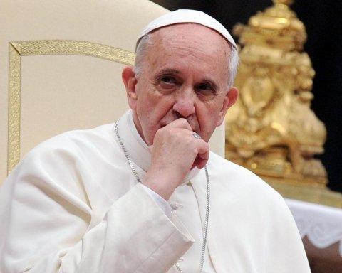 Папа Римский из-за коронавируса отменил воскресную службу