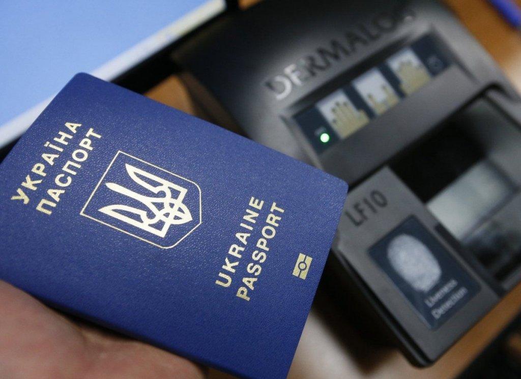Українцям вже видали понад 1 мільйон біометричних паспортів