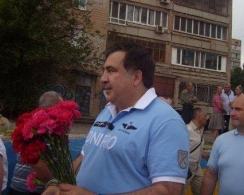 В Кривом Роге Саакашвили забросали яйцами с зеленкой, обнародовано видео