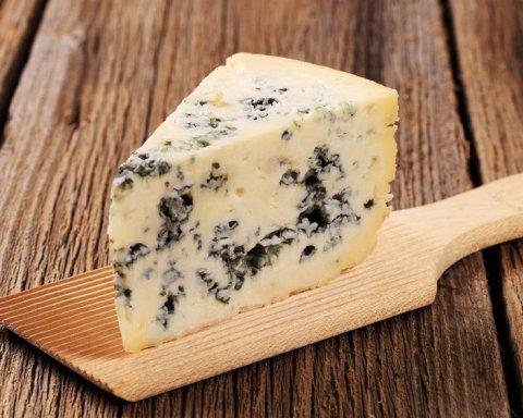 Стало известно, сколько некачественного сыра потребляют украинцы