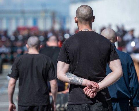 Покупают свободу и воюют за «ДНР»: что происходит с украинскими заключенными в Крыму
