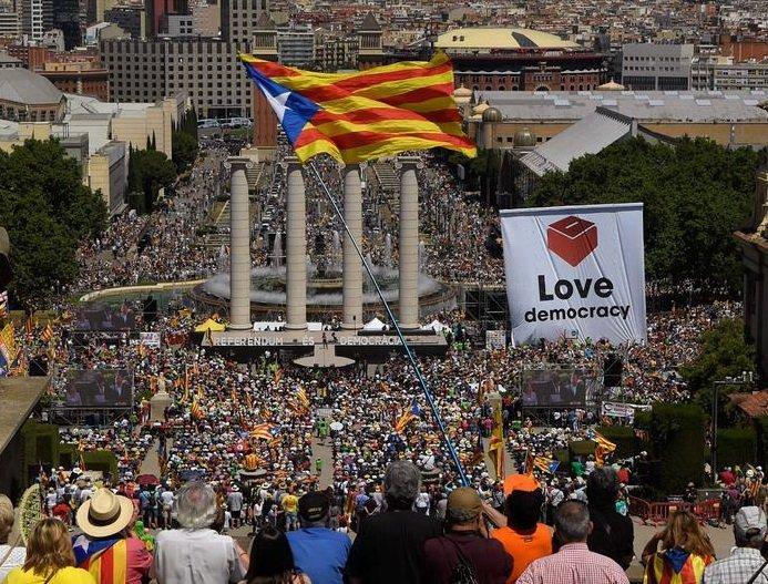 У Барселоні голосно заявили про незалежність Каталонії