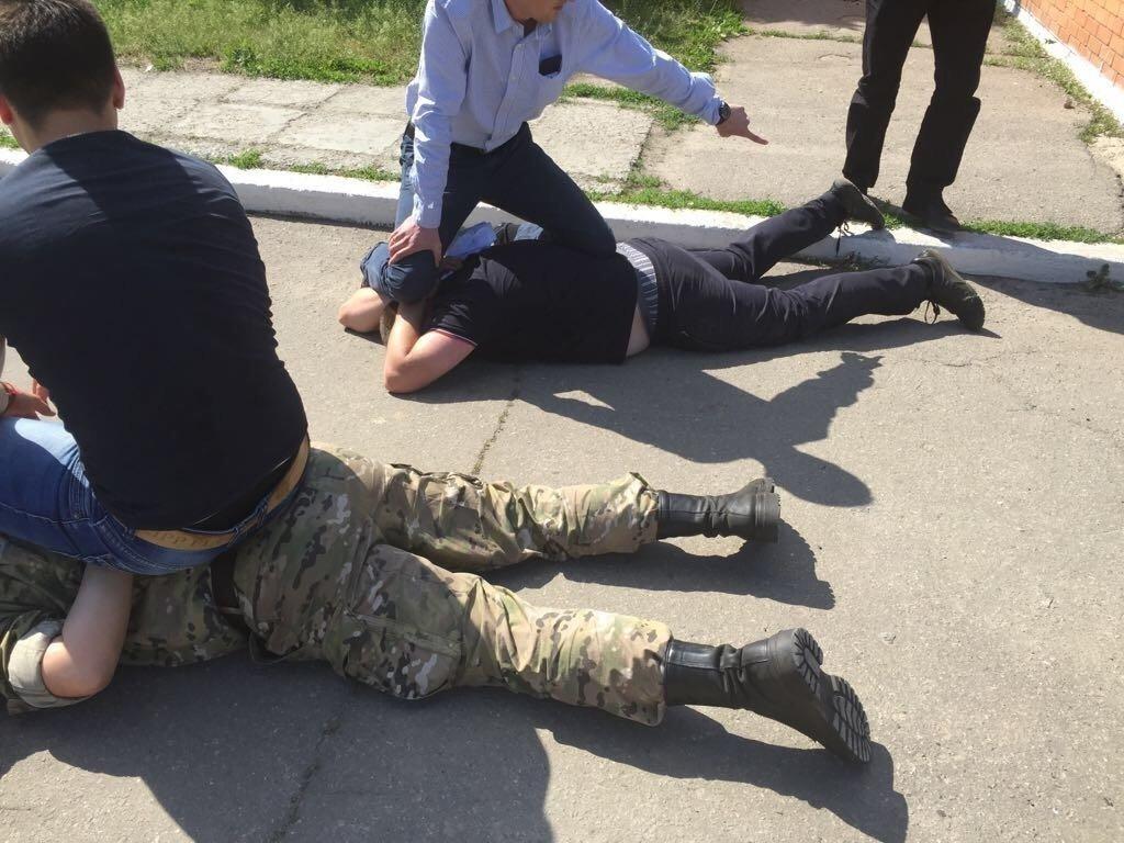 Заступник начальника виправної колонії на Дніпропетровщині спіймався на хабарі