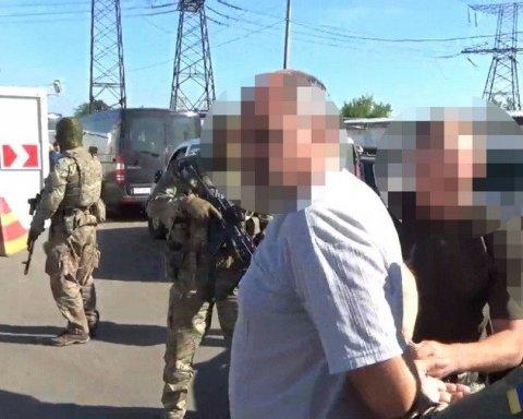 """З'явилося відео, як СБУ затримувала інформатора """"ДНР"""""""