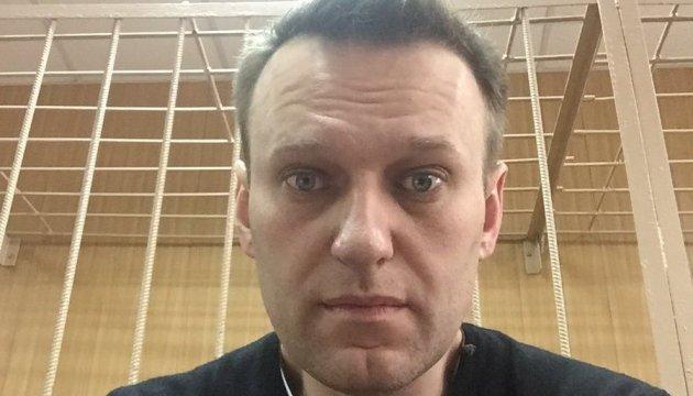 """Навальний з лікарні розповів про своє фейкове """"отруєння"""""""