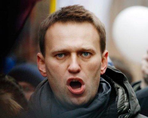 Навальний збирає всеросійську акцію протесту у день народження Путіна