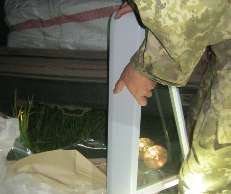 Біля кордону з РФ затримали автівку з товарами військового призначення