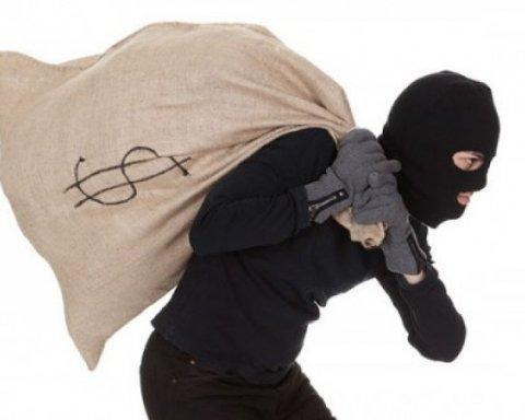 Пограбування магазину сином нардепа: хлопця підозрюють у серії розбійних нападів