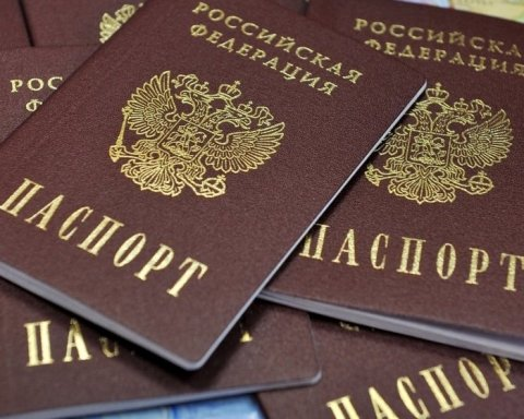 Видача російських паспортів мешканцям Донбасу: у мережі згадали підступний план Кремля