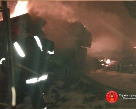На Рівненщині спалахнула масштабна пожежа на меблевій гуртовні, оприлюднено відео