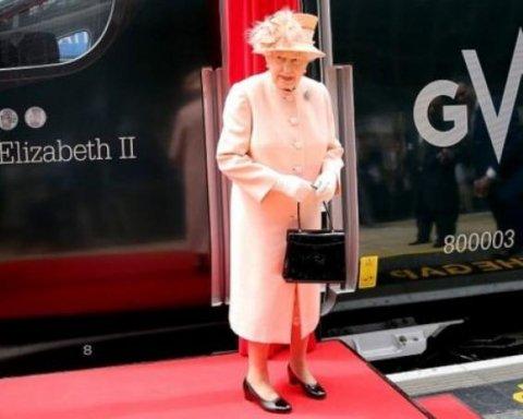 Елизавета II повторила знаменитую поездку королевы Виктории: обнародованы фото и видео
