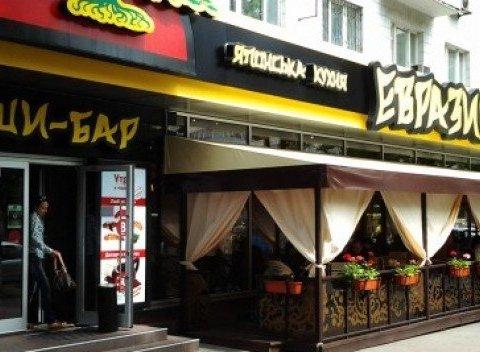 Кількість осіб, що отруїлися суші у російському ресторані в Києві, зросла