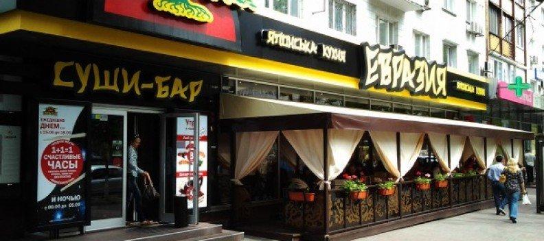 Масове отруєння в ресторані Києва, який належить фірмі з РФ: 16 людей ушпиталено