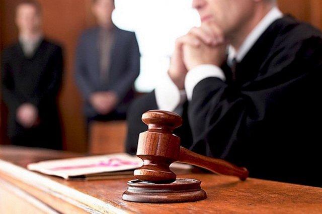 У суді зачитали обвинувальний акт Януковичу
