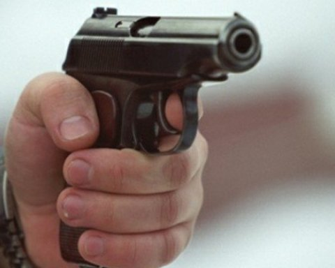 Посеред Києва в авто знайшли тіло застреленого чоловіка: перші подробиці