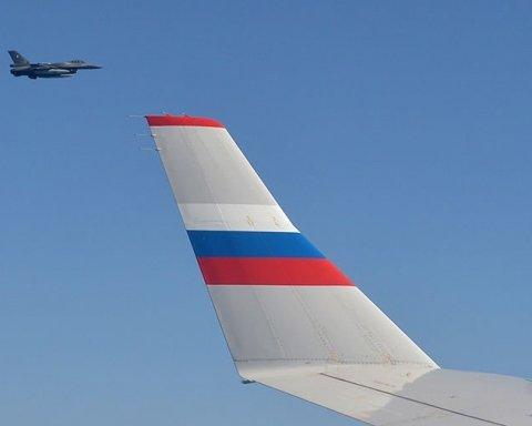 Літак НАТО небезпечно наблизився до борту з Шойгу, оприлюднено відео