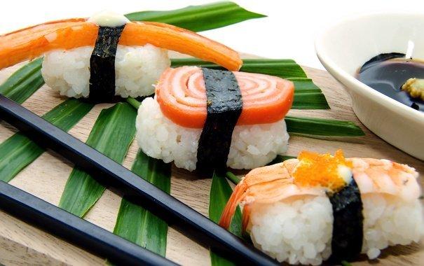 ВКиеве покрайней мере 16 человек отравились суши ироллами