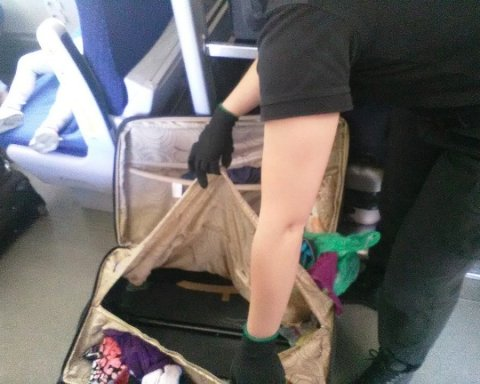 Українка везла сина до Польщі у валізі