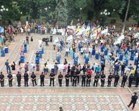 мітинг під будівлею Верховної Ради