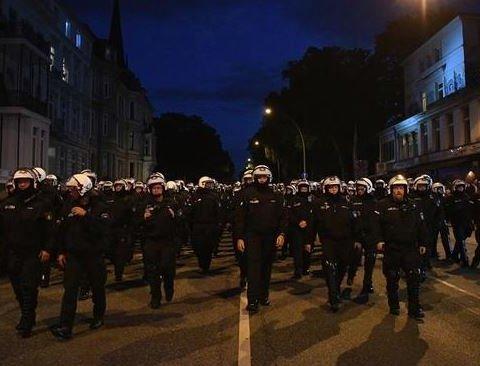 «Ласкаво просимо до пекла»: поліція Гамбурга побилася з активістами перед G20, відео