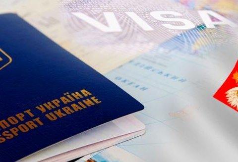Яка кількість українців переїжджає на роботу за кордон