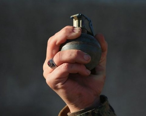 В Киеве мужчина бил жену, размахивал ножом и гранатой (фото)
