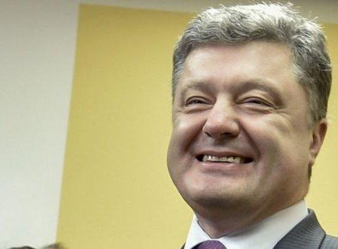 Появилось видео, как Порошенко в компании охранников-мордоворотов разгуливал по центру Ровно