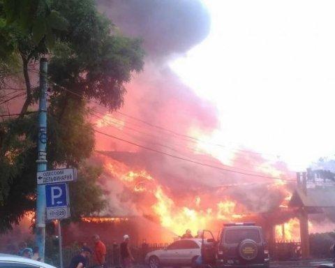 Масштабный пожар в курортной зоне Одессы: обнародованы фото и видео