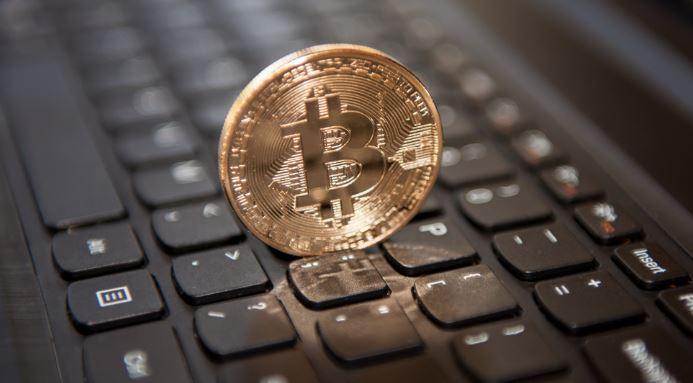 Курс биткоина рухнул почти на 30%: что происходит с криптовалютой
