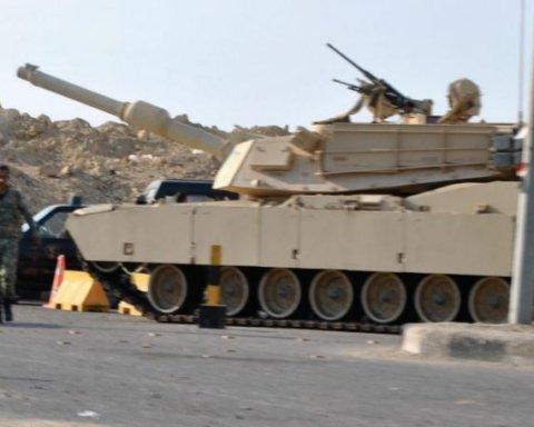 Єгипетський танк розчавив авто терористів-смертників: оприлюднено відео
