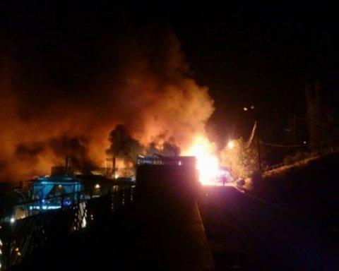 Очередной масштабный пожар в курортной зоне Одессы: есть фото и видео