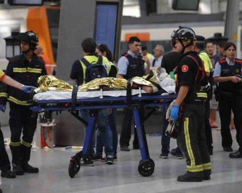 У Барселоні потяг врізався в перон: десятки постраждалих, є відео
