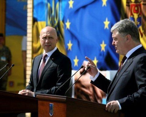 Петро Порошенко під час брифінгу з прем'єр-міністром Молдови Павлом Філіпом