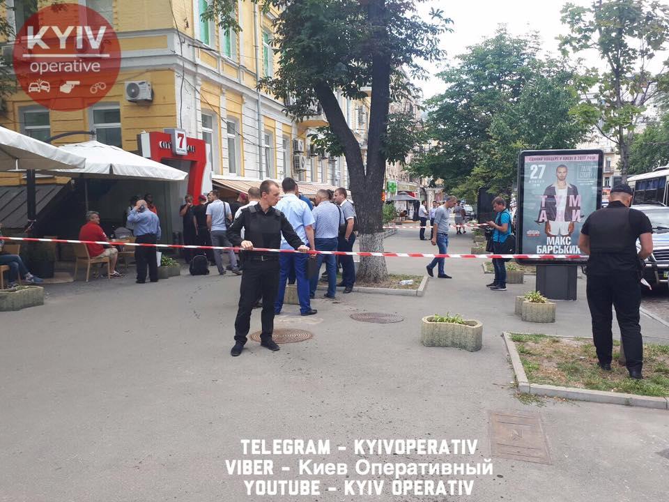 Милиция удерживает группу провокаторов под посольством Германии