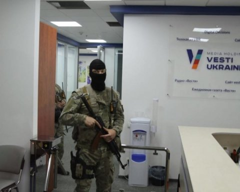 С мобилок журналистов «Вестей» удалили фото и видео