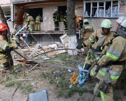 Жители 19 квартир разрушенного взрывом дома в Киеве попросили приюта
