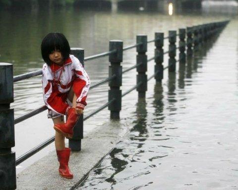 От дождей в Китае пострадало более 150 тыс. человек