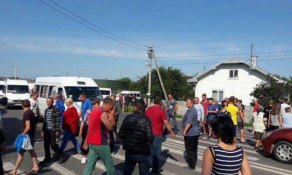 На Ивано-Франковщине протестующие заблокировали движение на трассе международного значения