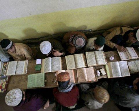 В Пакистане рухнула крыша духовной семинарии: есть погибшие
