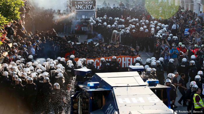 ВГамбурге произошли стычки между полицией иучастниками акции протеста