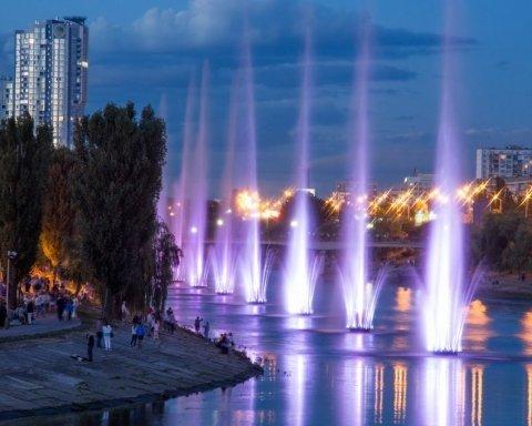 В Киеве на Русановке открыли комплекс свето-музыкальных фонтанов, есть фото и видео