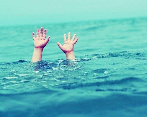 У Росії перекинувся човен: загинули діти