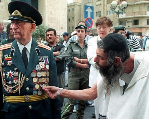 Путин учредил пожизненную премию ветеранам-репатриантам в Израиле