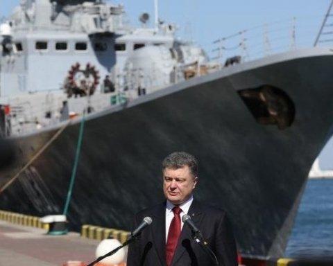 Порошенко привітав військових моряків