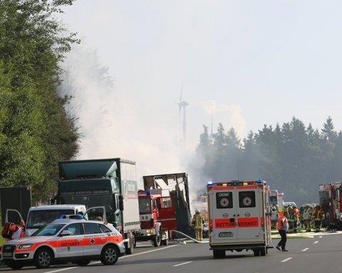 В Баварии автобус столкнулся с грузовиком: много пострадавших