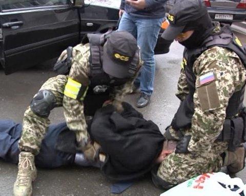 """""""Мені надягли на голову пакет та почали душити"""", – як ФСБ РФ катує людей в Криму"""