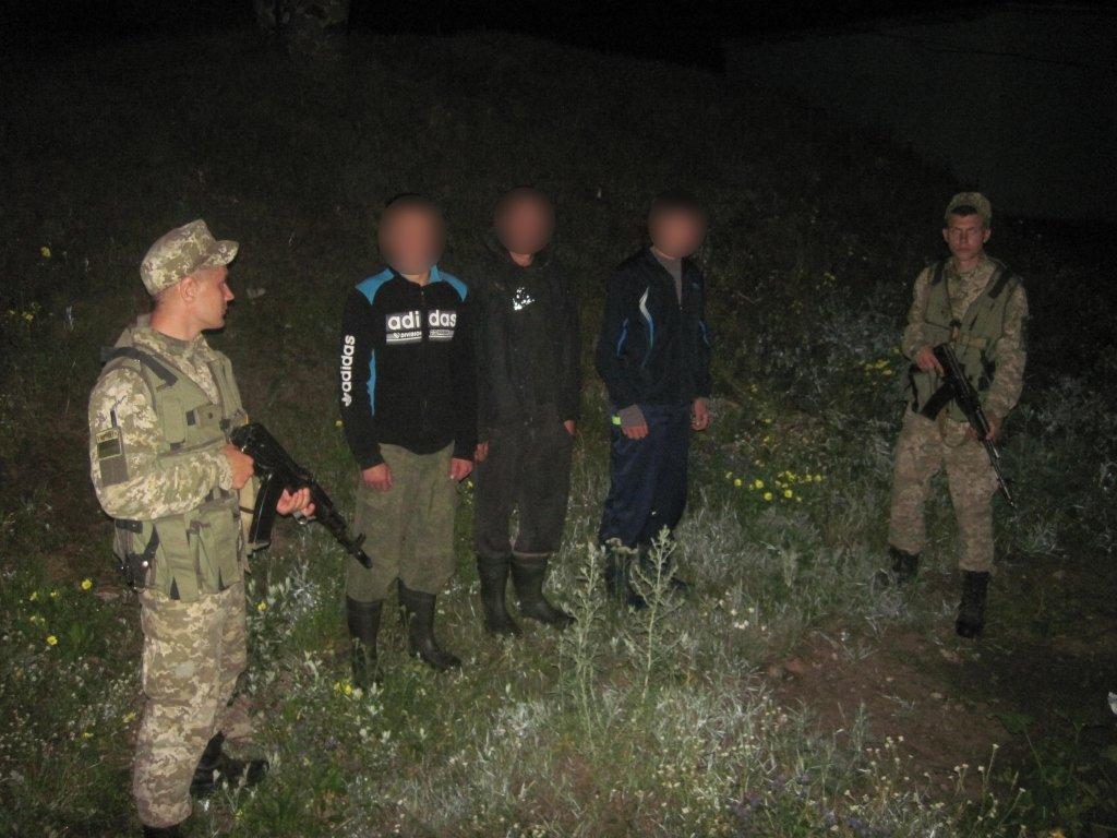 Прикордонники затримали трьох росіян запорушення кордону